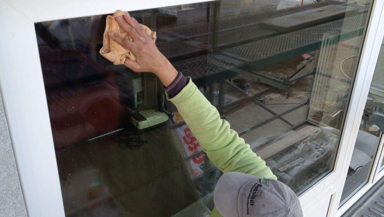 Steigerbouw - Ramen wassen en beglazing reinigen